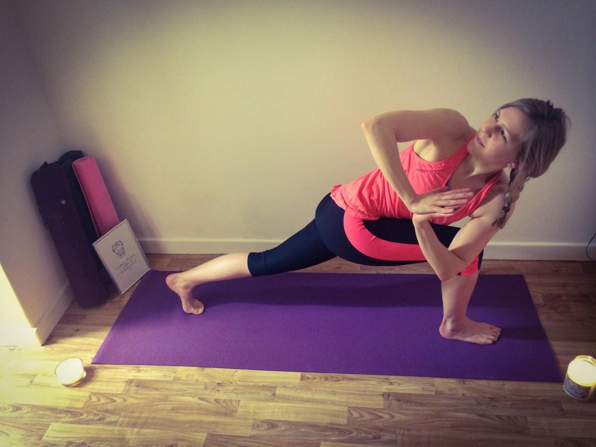 Yoga Pose - Lunge Twist